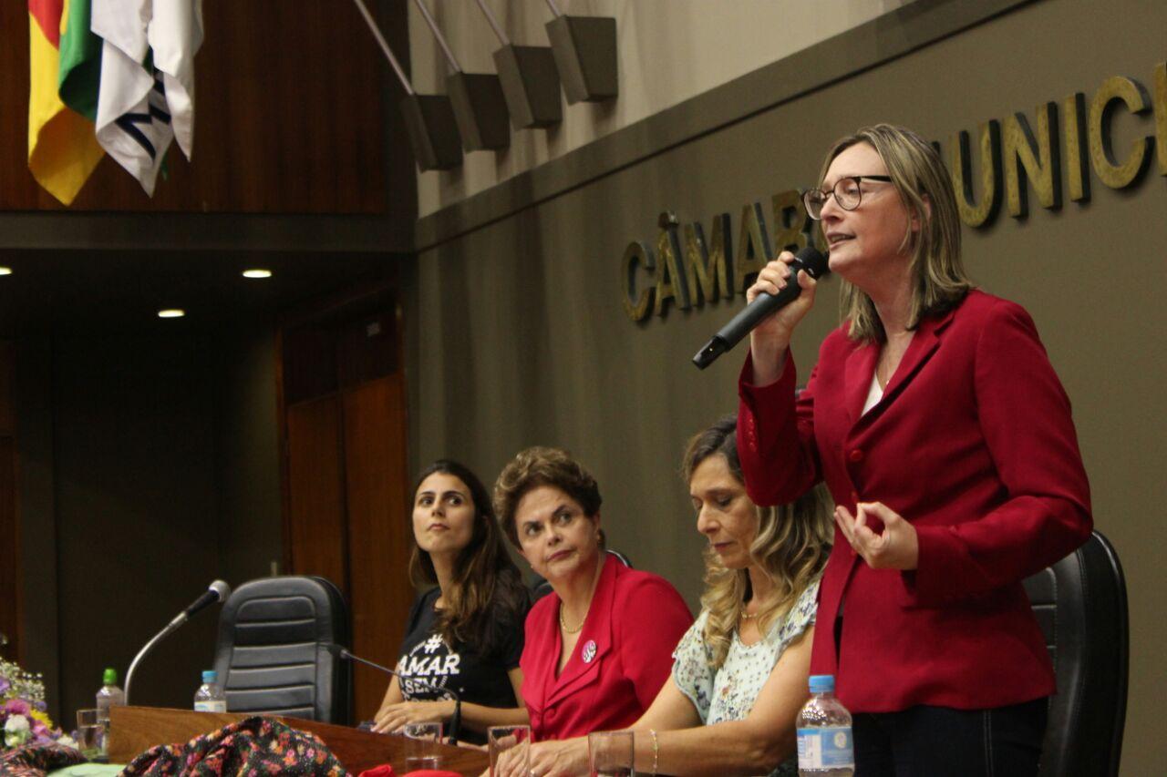 Deputada Maria do Rosário fala na Câmara de Vereadores de POA em evento com Dilma. Foto: Júlia Flôres/Ascom