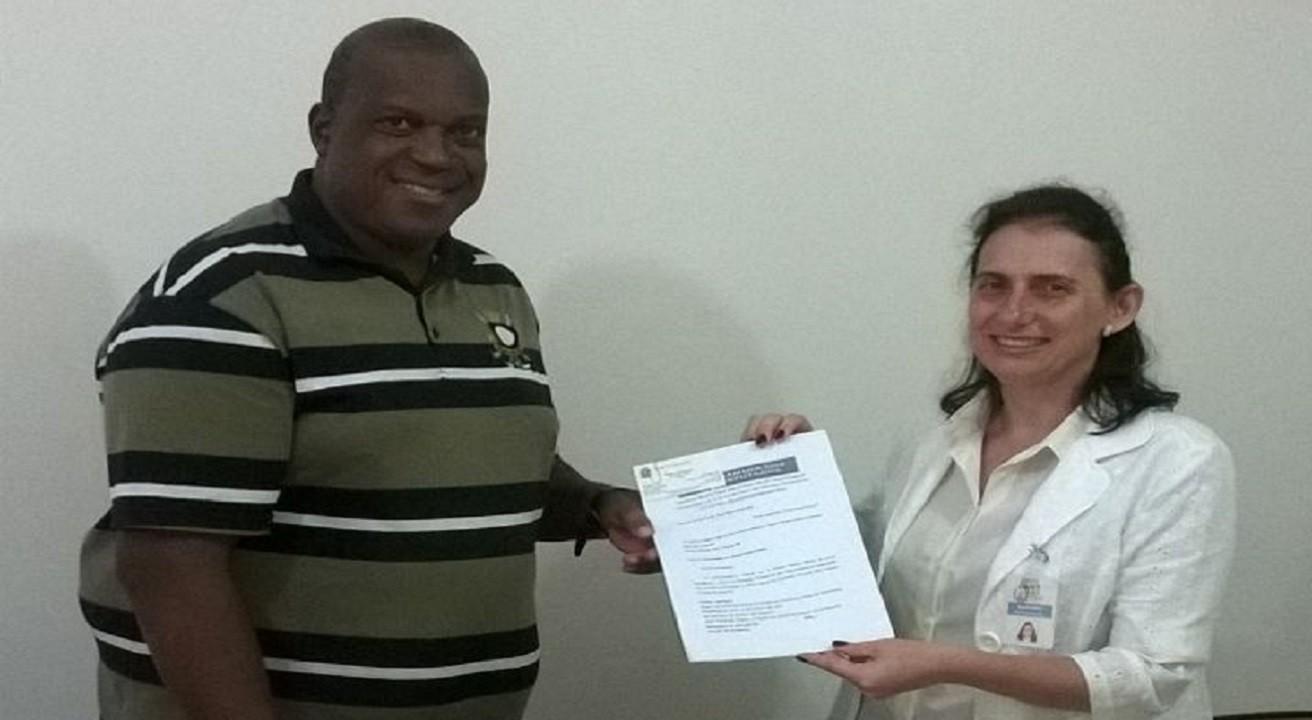 Assessor do mandato entrega emenda para Centro São João Calábria.  Foto: Divulgação