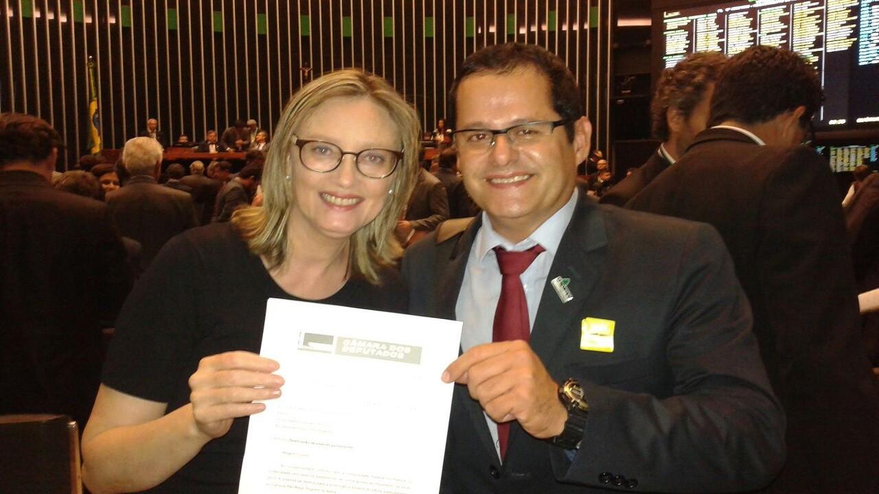 Rosário entrega emenda para reitor da Unipampa.  Foto: Rômulo Duque
