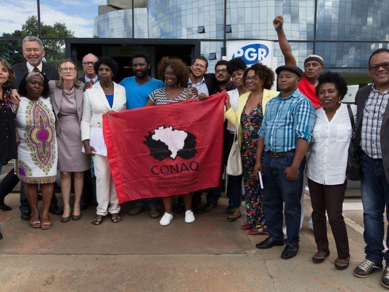 Brasília- DF 06-04-2017 Deputados e representates da CONAQ, coordenação nacioanl de articulação das comunidades Negras Rurais Quilobolas entraram an PGR contra o Deputado Bolsonaro. Crime de racismo. Foto Lula Marques/Agência PT